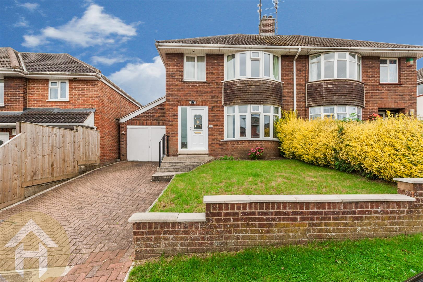 3 Bedrooms Property for sale in Longleaze, Royal Wootton Bassett